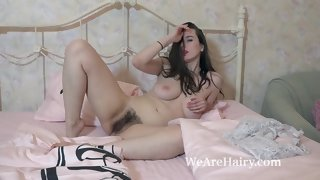 marika di has fun being naked and Victorian in adjoin