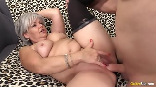 Superannuated Haired Granny Kelly Leigh Fucks Like Shes approximately The brush Twenties